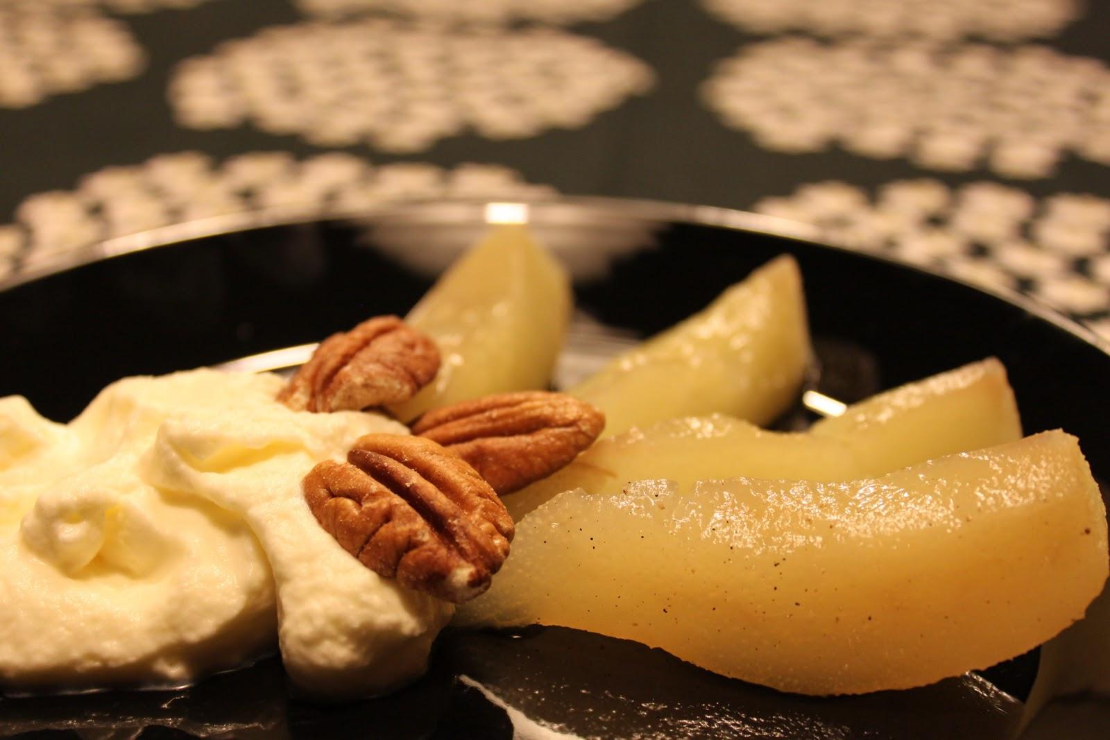 Valkoviinissä keitetyt päärynät (ja vieraan keittiön vaikeudet)