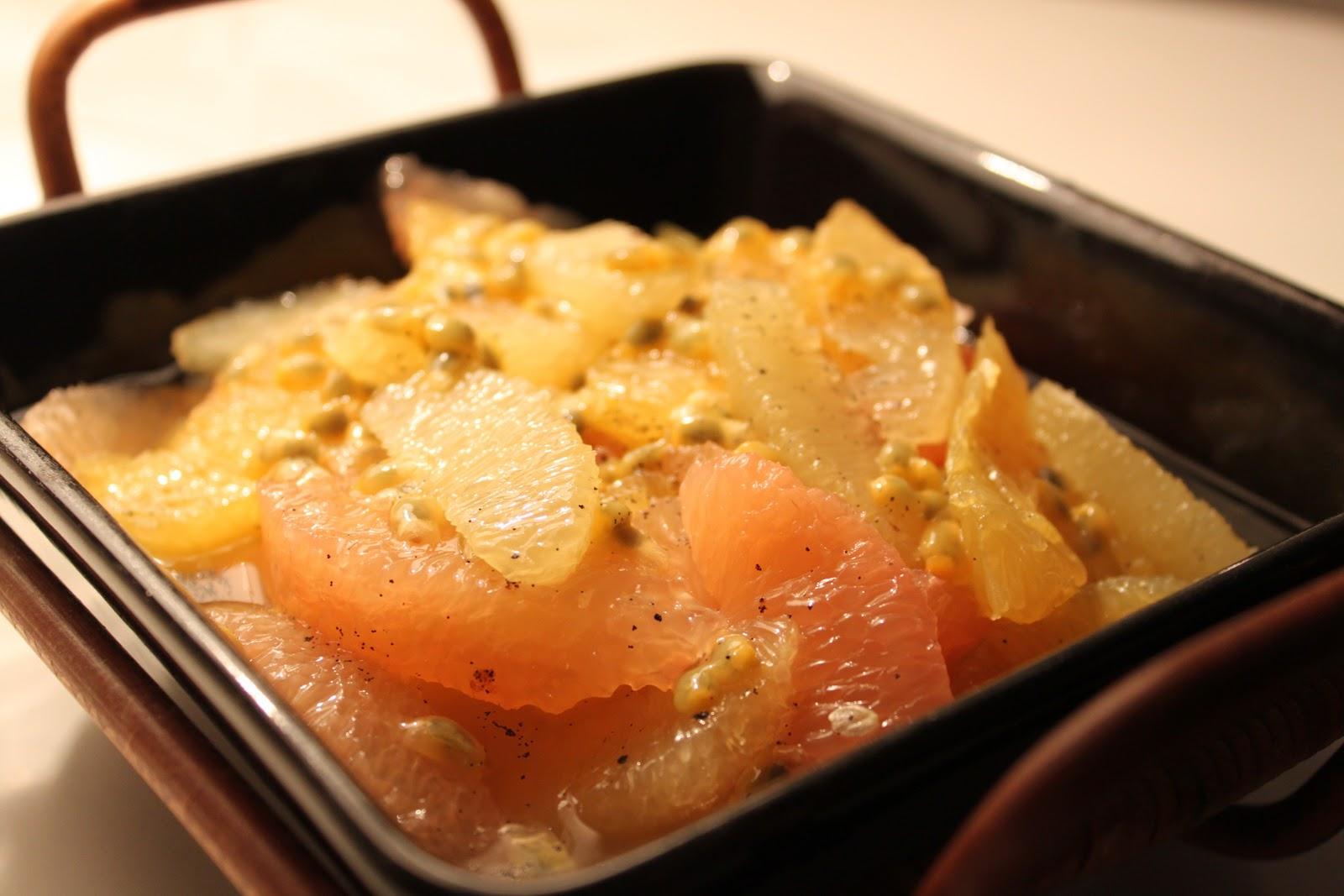 Marinoitu sitrushedelmäsalaatti