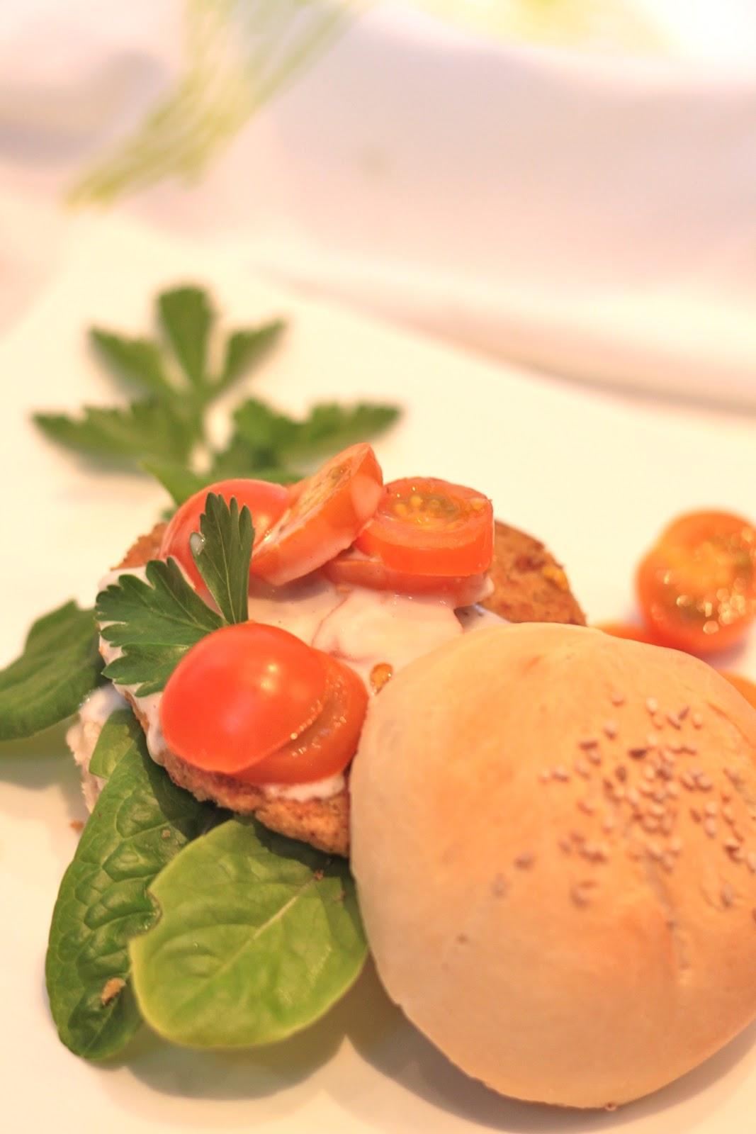 Joka kesällä kyykkii, se kekrinä ryyppii (vegaaniburgerit)