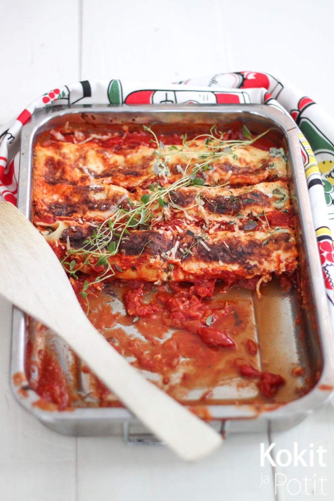 Cannellonit pinaatti-ricottatäytteellä ja tomaattikastikkeella