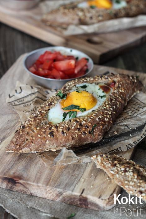 Aamiainen sämpyläkupissa – kananmunaa, chorizoa & kotijuustoa