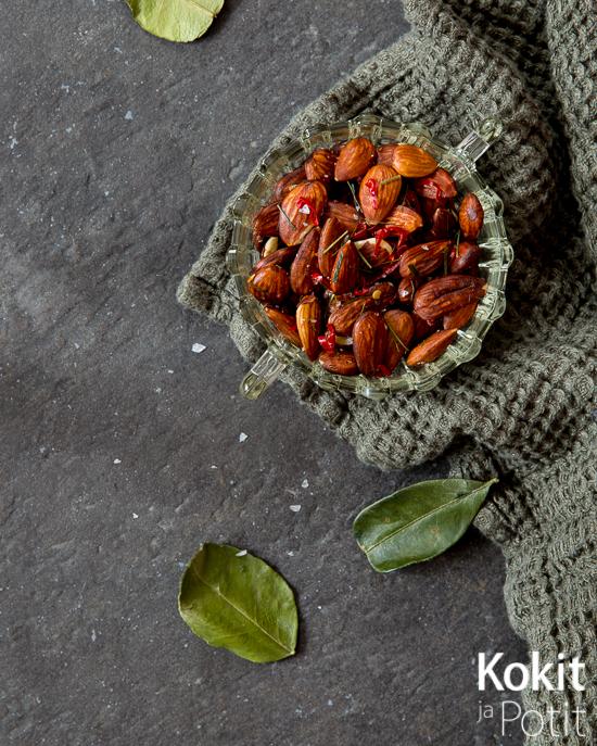 Paahdetut chili-kaffirlimetti -mantelit