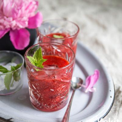 Kesän ihanin drinkki: mansikkaa, seljankukkaa & giniä