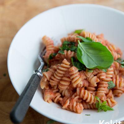 Nopea arkiruoka: Tomaatti-ricottapasta
