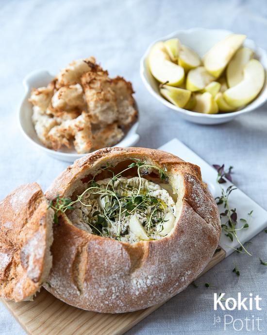 Leivän sisällä paistettu juusto