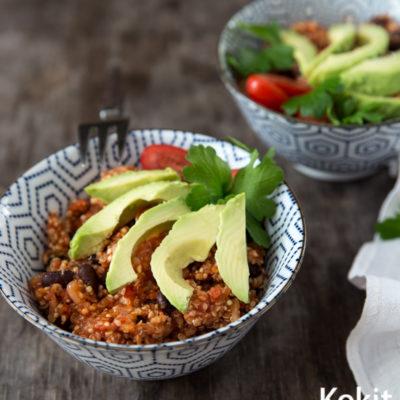 Nopea arkiruoka: Tomaattinen kvinoa-papupata