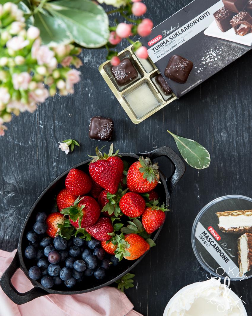 Suklaamoussekakku browniepohjalla