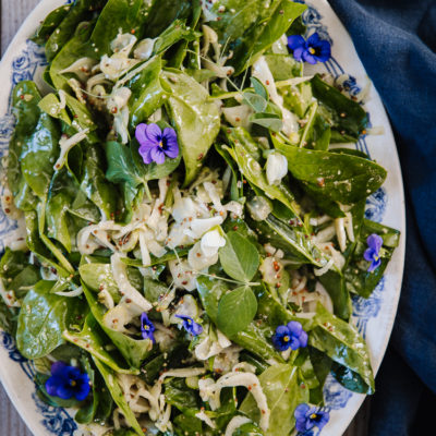 Fenkoli-pinaattisalaatti – täydellinen grilliruokien kaveri