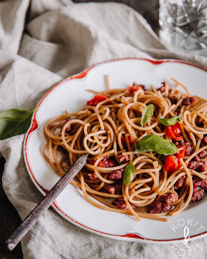 Nopea arkiruoka: Raakamakkara-tomaattipasta