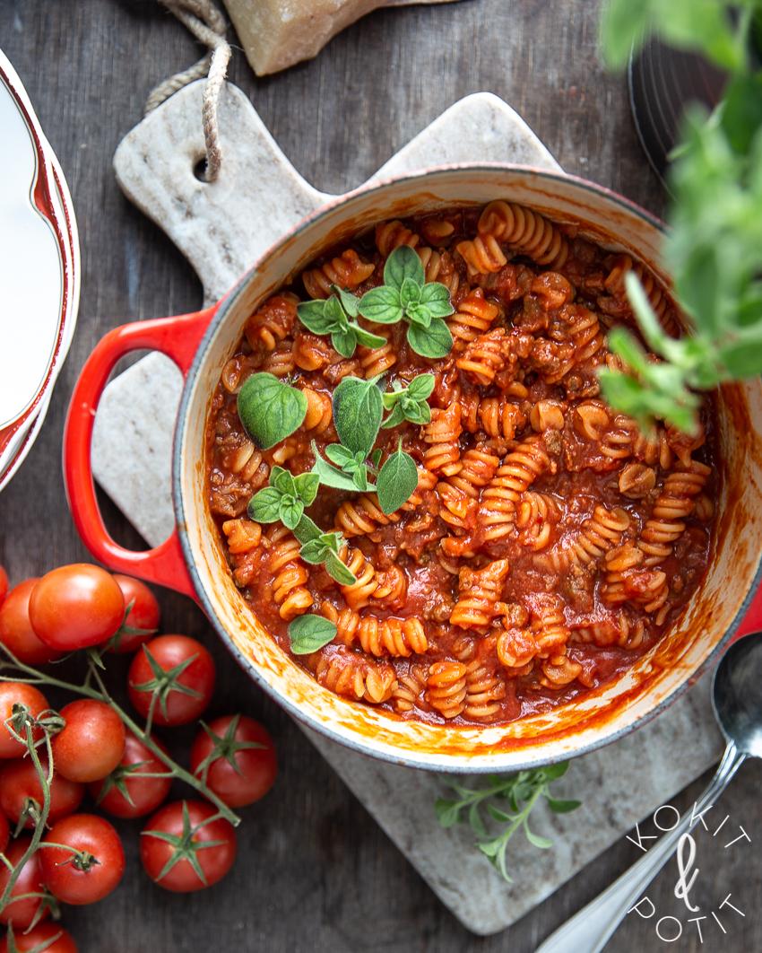 One pot -pasta eli yhden padan kasvispasta
