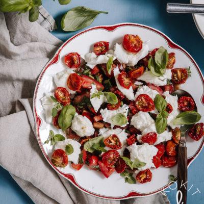 Täydellinen tomaatti-mozzarellasalaatti