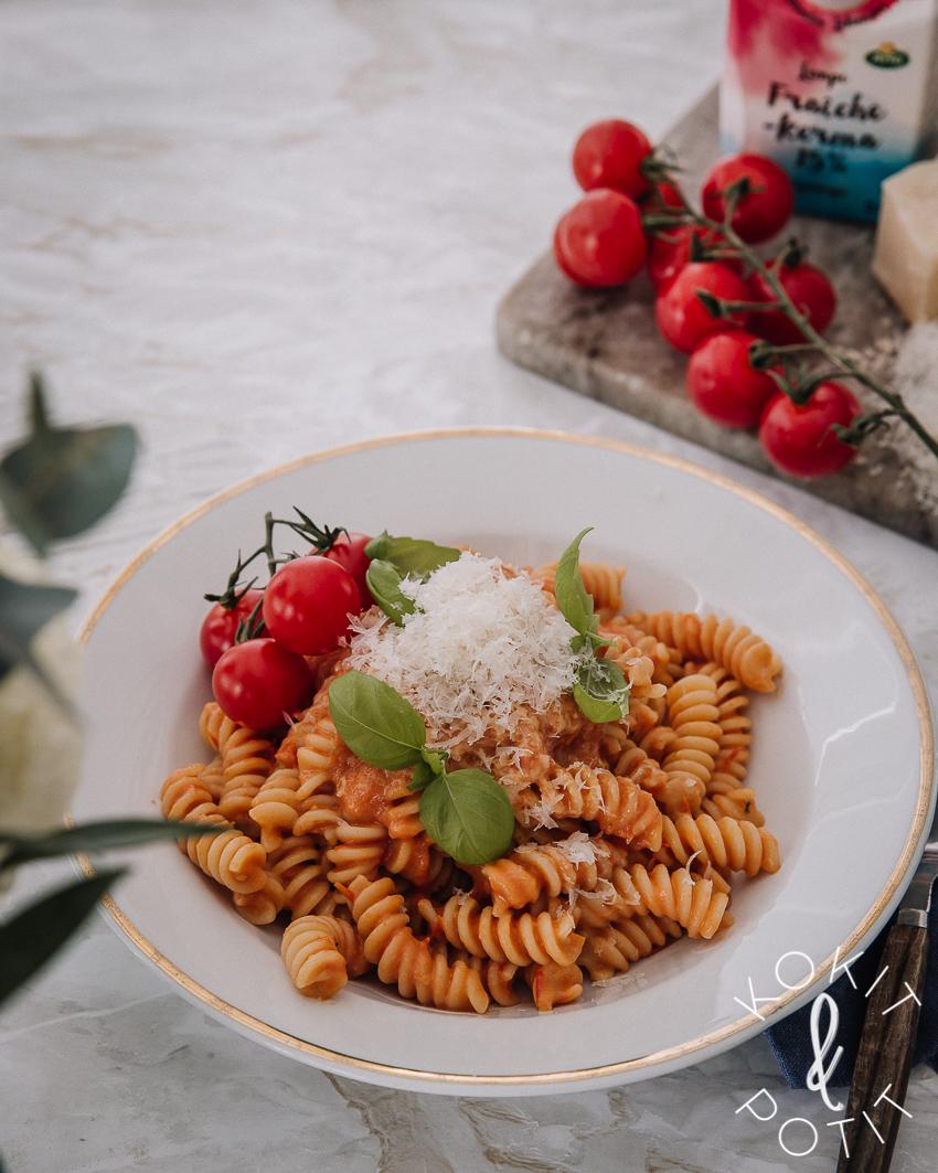 Kermainen tomaattipasta