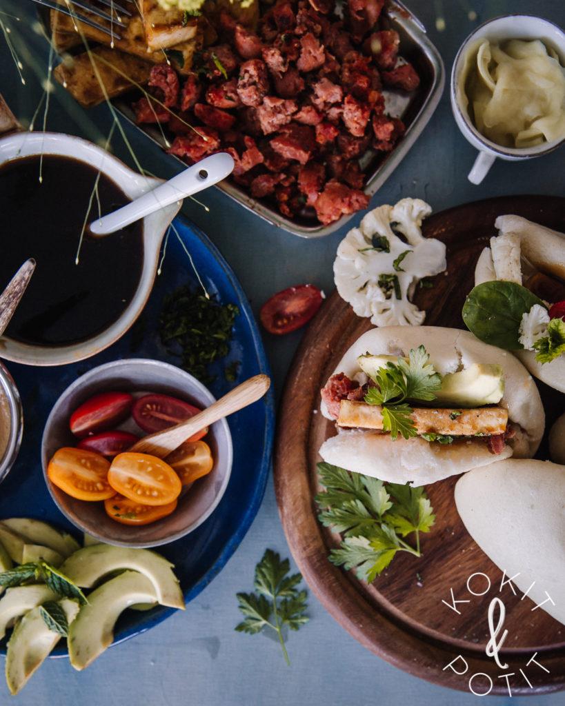 Bao bun buffet. Kuva on täynnä herkullista aasialaista ruokaa.