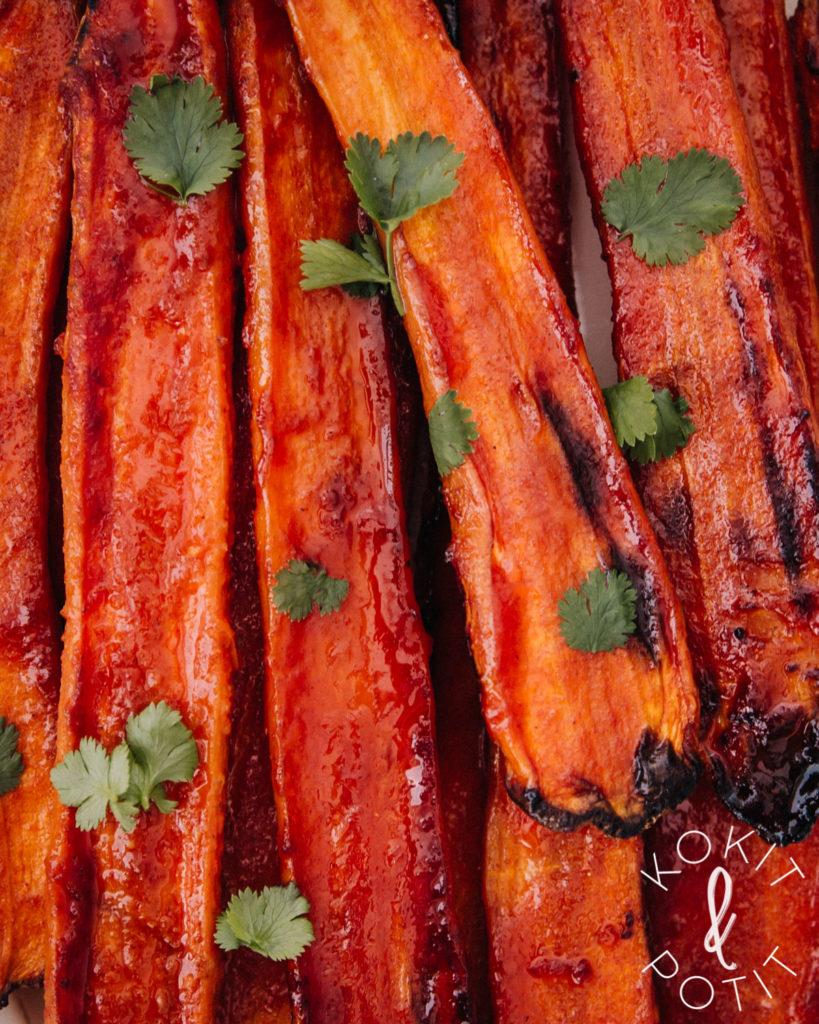 Lähikuva gochujang-porkkanoista