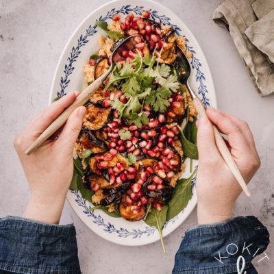 Munakoiso-kvinoasalaatti harissakastikkeella